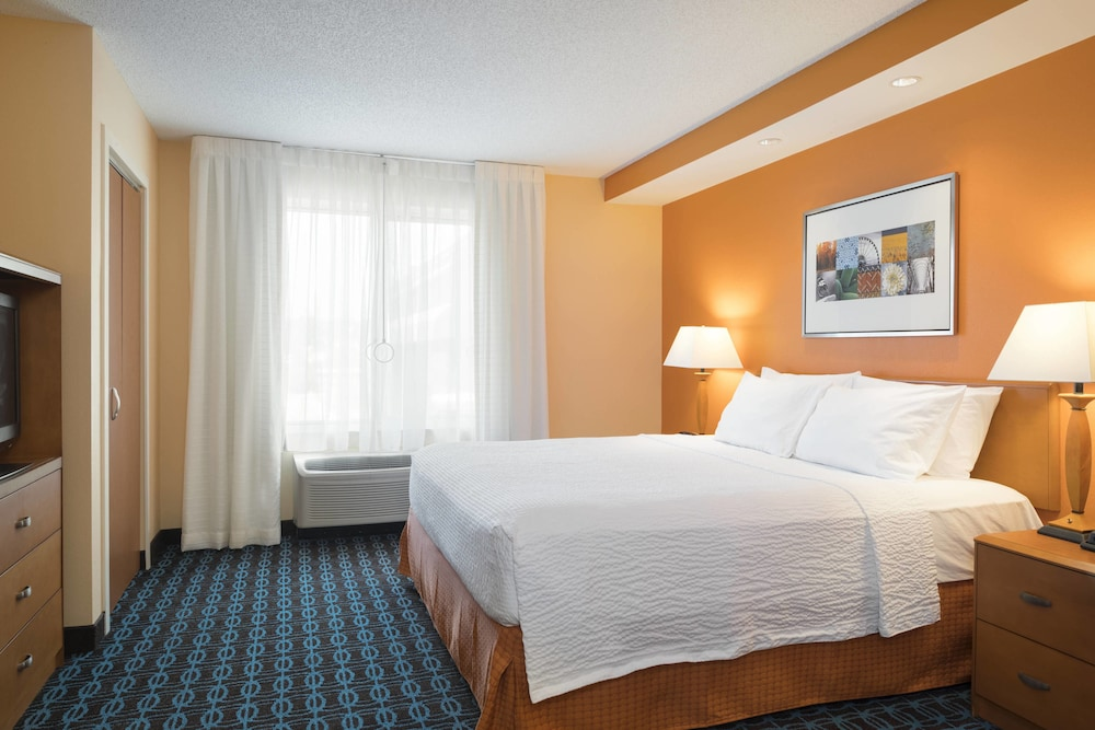 Room, Fairfield Inn & Suites by Marriott State College