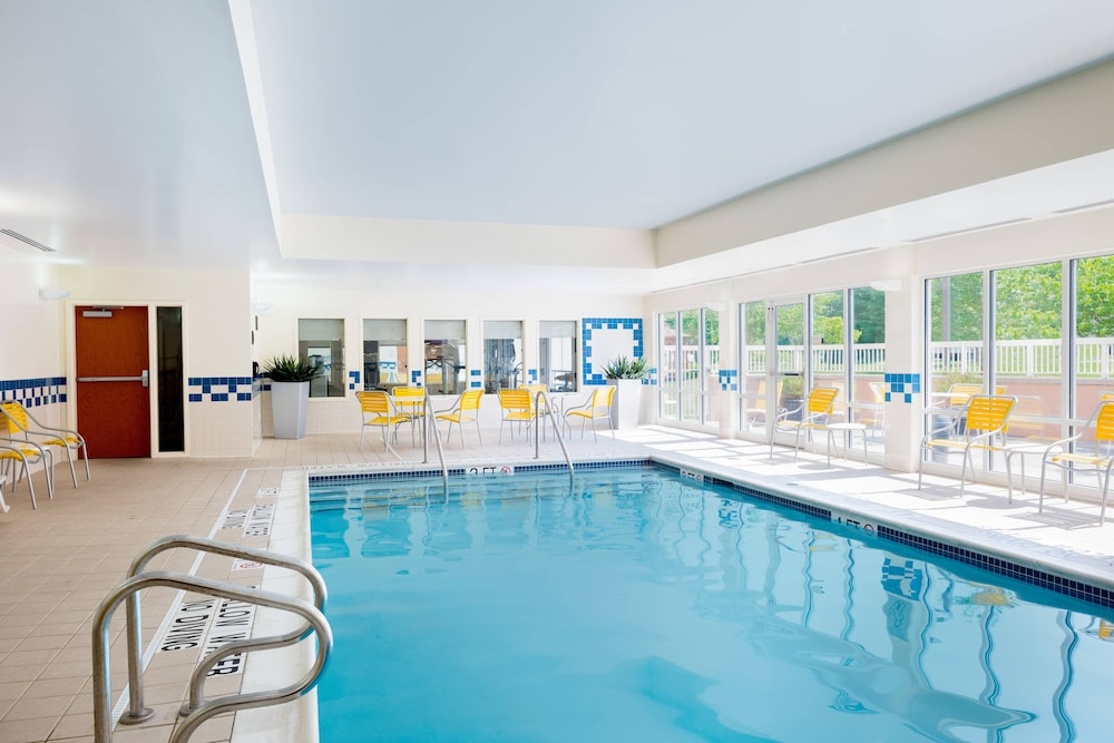 Pool, Fairfield Inn & Suites by Marriott State College