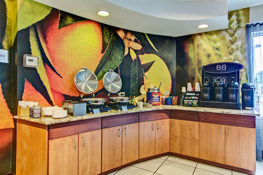 Breakfast Area, Fairfield Inn & Suites by Marriott State College