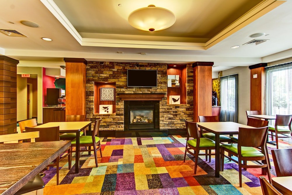 Lobby Sitting Area, Fairfield Inn & Suites by Marriott State College