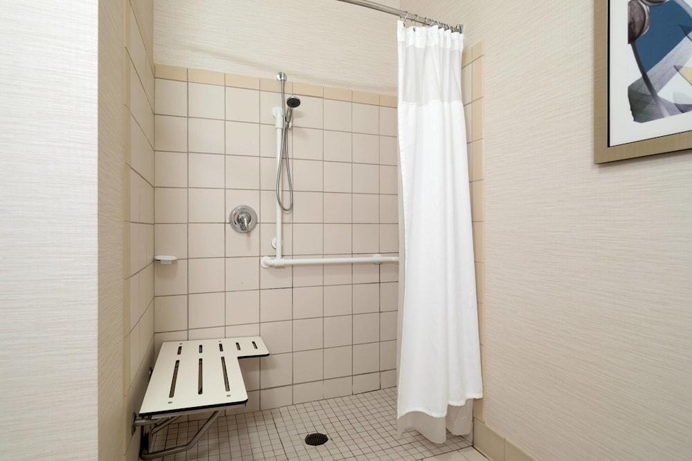 Bathroom, Fairfield Inn & Suites by Marriott State College