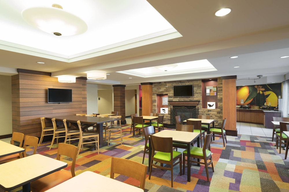Restaurant, Fairfield Inn & Suites by Marriott State College