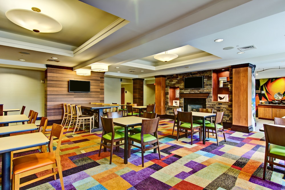 Dining, Fairfield Inn & Suites by Marriott State College