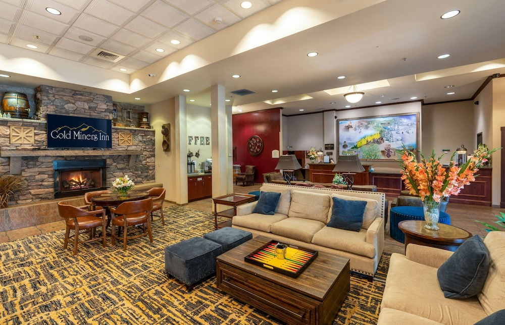 Lobby, Gold Miners Inn, Ascend Hotel Collection