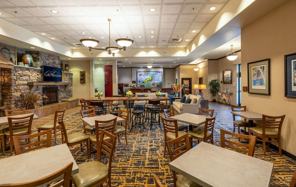 Breakfast Area, Gold Miners Inn, Ascend Hotel Collection