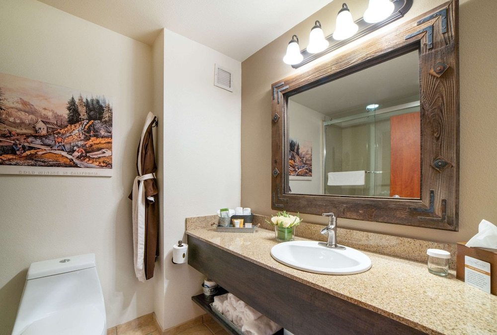 Bathroom, Gold Miners Inn, Ascend Hotel Collection
