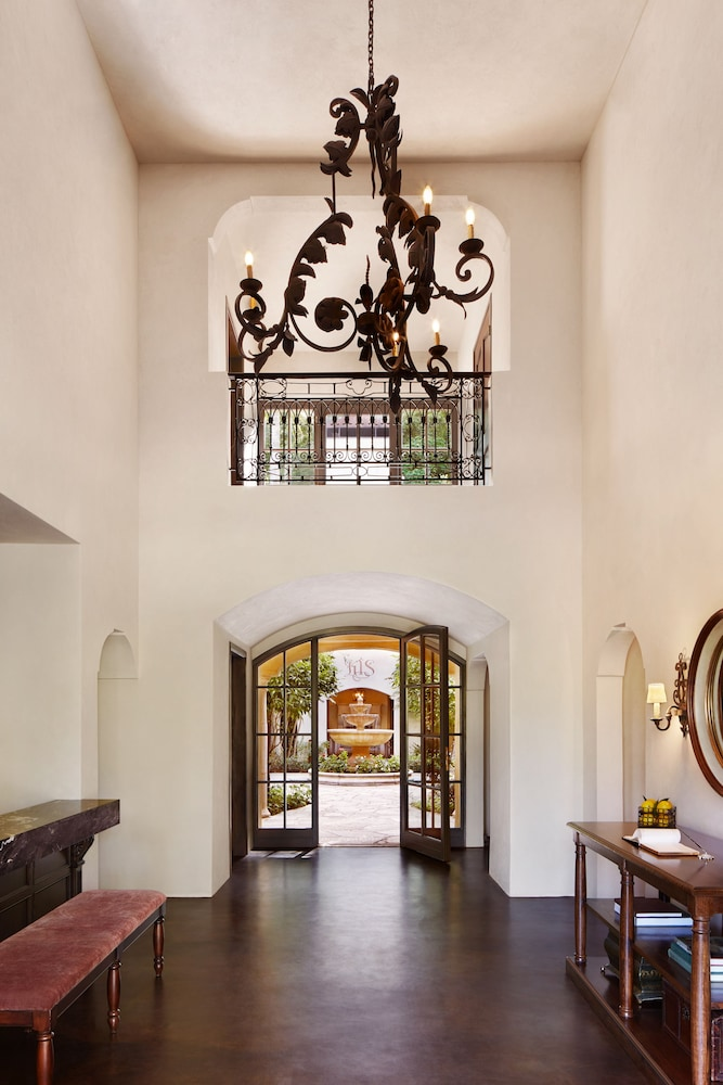 Interior Entrance, Kenwood Inn and Spa