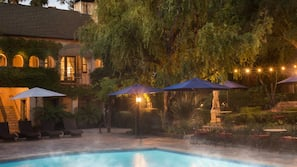 Seasonal outdoor pool, pool cabanas (surcharge), pool loungers
