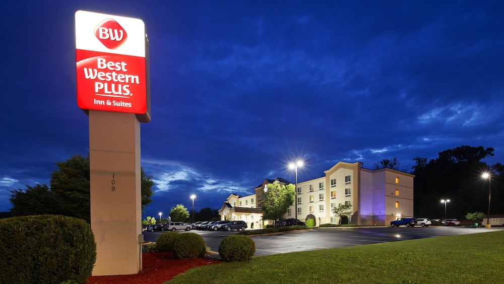 Front of Property - Evening/Night, Best Western Plus Waynesboro Inn & Suites Conference Center