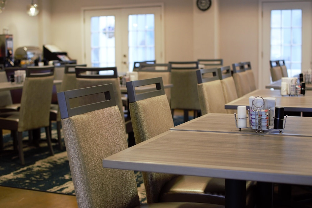 Breakfast Area, Best Western Plus Waynesboro Inn & Suites Conference Center