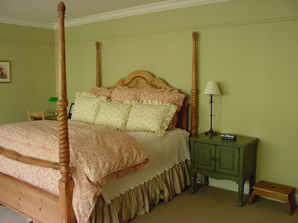 Room, Lake Opechee Inn and Spa