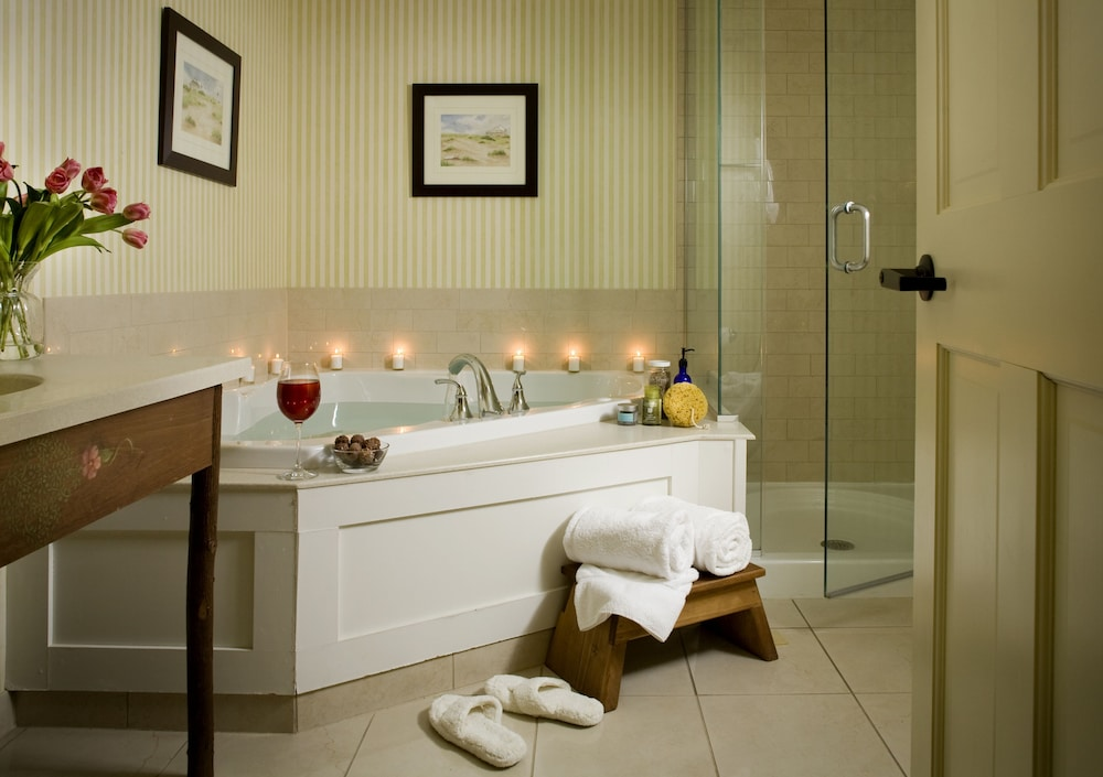 Deep Soaking Bathtub, Lake Opechee Inn and Spa