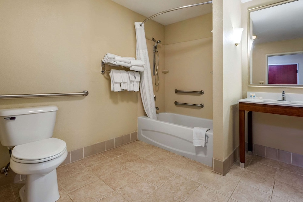 Bathroom, Comfort Suites Wright Patterson