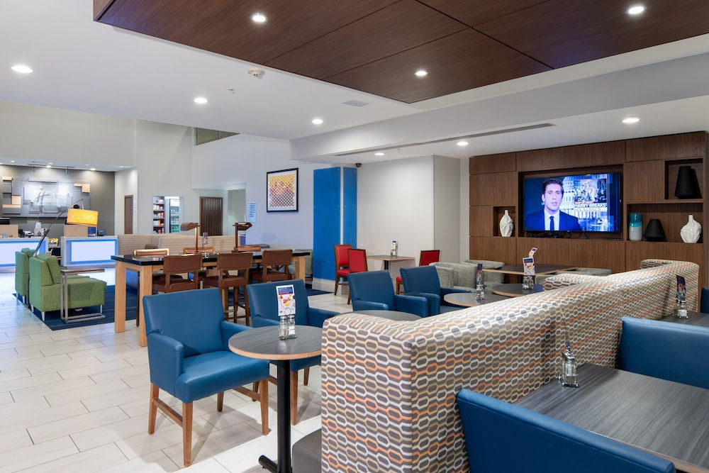 Lobby, Holiday Inn Express Hotel & Suites Dallas South - Desoto