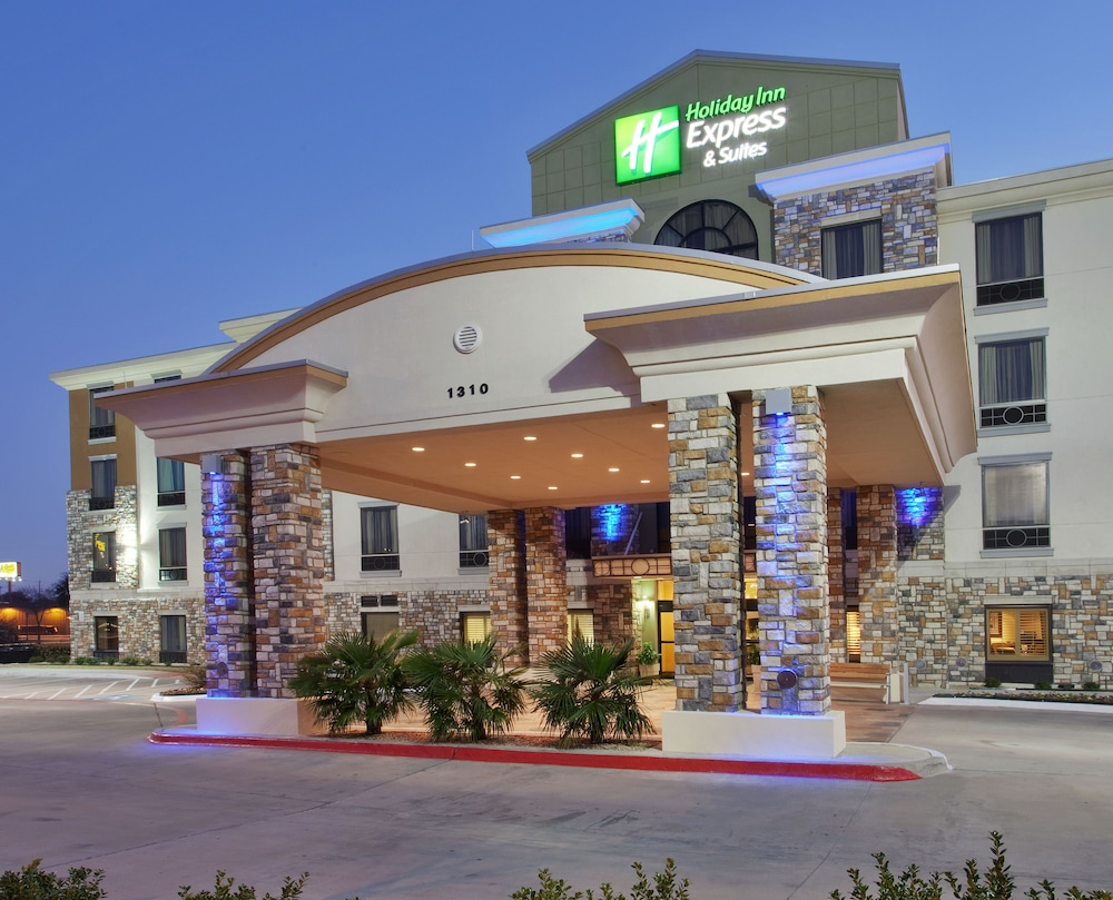Front of Property, Holiday Inn Express Hotel & Suites Dallas South - Desoto