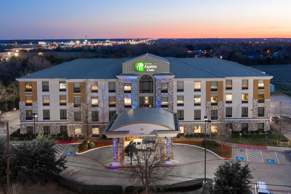 Aerial View, Holiday Inn Express Hotel & Suites Dallas South - Desoto