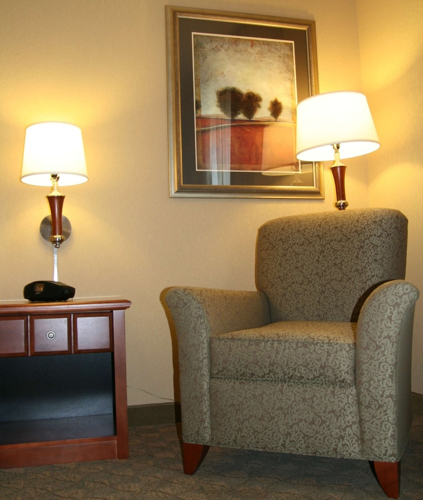 Living Area, Hampton Inn & Suites Paducah