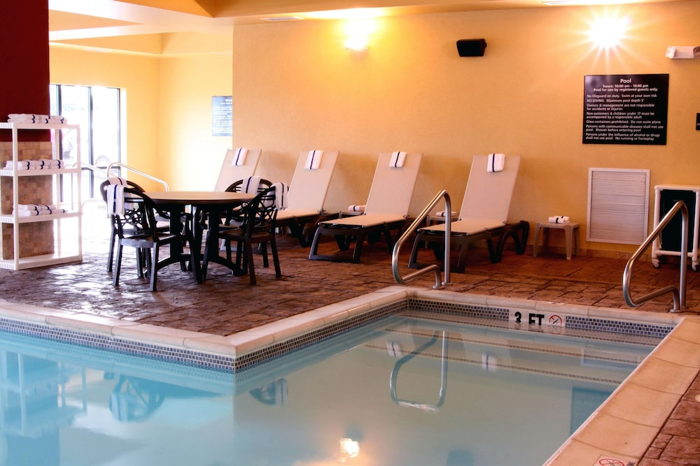 Pool, Hampton Inn & Suites Paducah