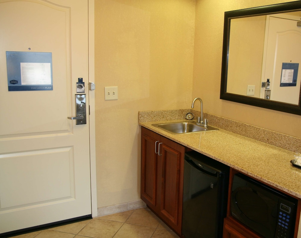 Private Kitchenette, Hampton Inn & Suites Paducah