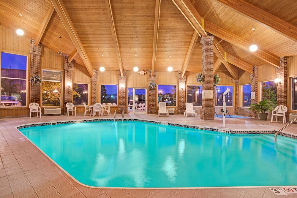 Pool, Baymont by Wyndham Indianapolis