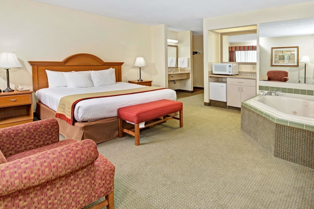 Room, Baymont by Wyndham Indianapolis