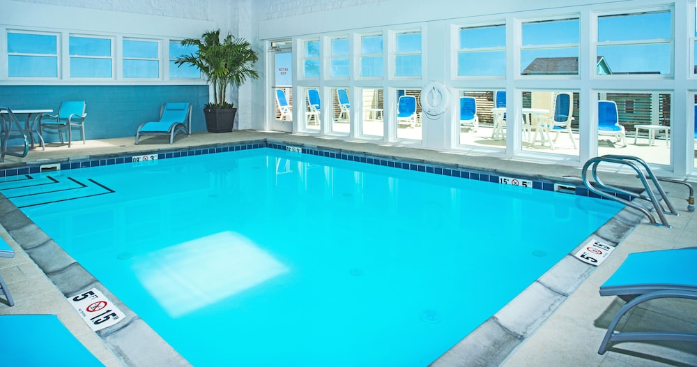 Pool, Holiday Inn Express Nags Head Oceanfront