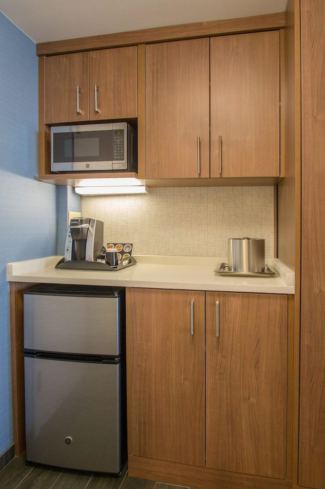Private Kitchenette, Holiday Inn Express Nags Head Oceanfront
