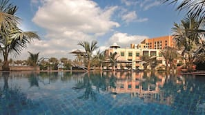 4 outdoor pools, open 6:00 AM to 8:00 PM, pool umbrellas, pool loungers