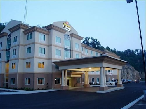 Great Place to stay Holiday Inn Express Hotel & Suites Hazard near Hazard