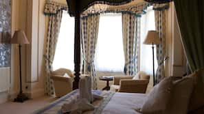 Desk, WiFi, bed sheets