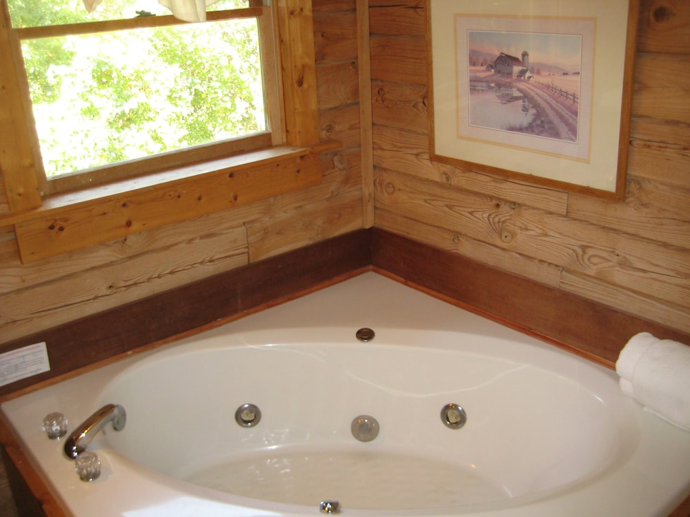 Jetted Tub, Mountain Top Inn and Resort