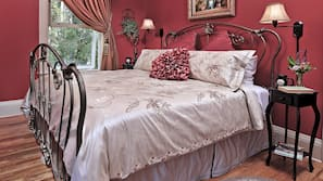 Premium bedding, down duvet, individually decorated, blackout curtains