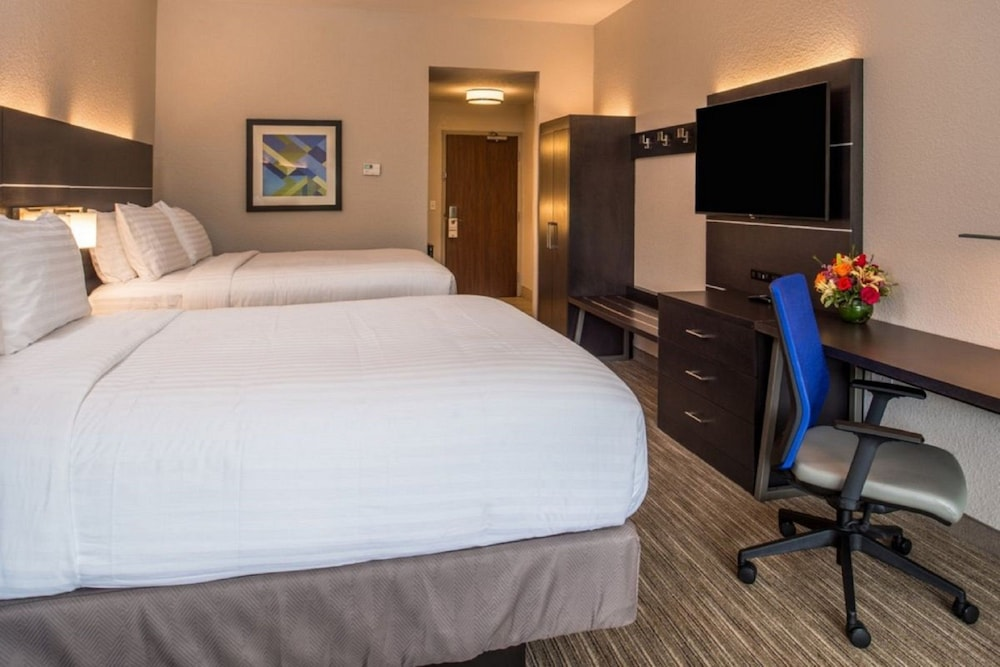 Room, Holiday Inn Express and Suites Jacksonville East, an IHG Hotel