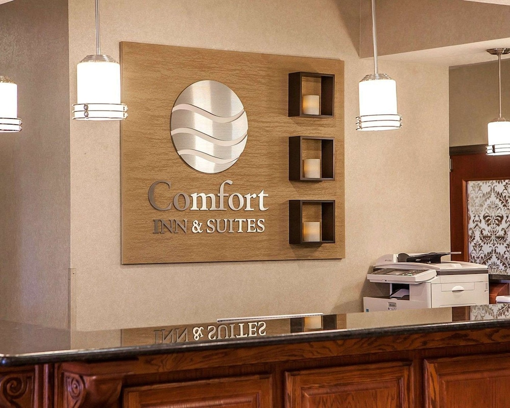 Lobby, Comfort Inn & Suites Davenport - Quad Cities