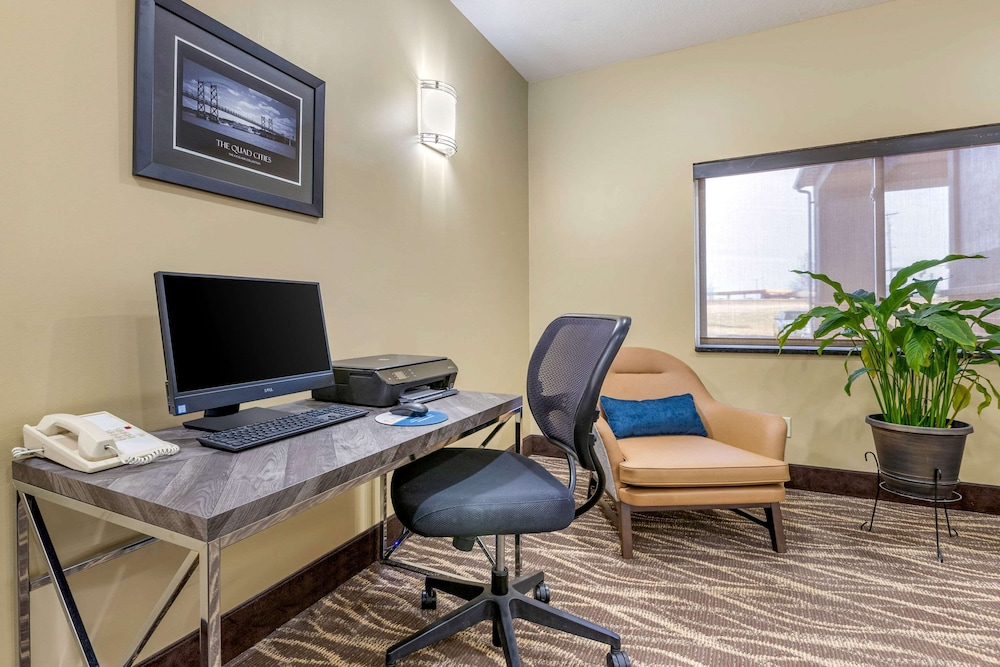 Business Center, Comfort Inn & Suites Davenport - Quad Cities