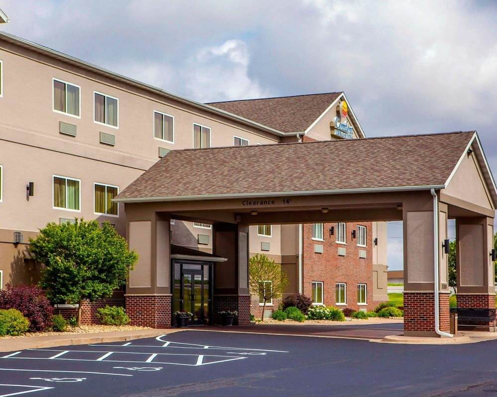 Exterior, Comfort Inn & Suites Davenport - Quad Cities