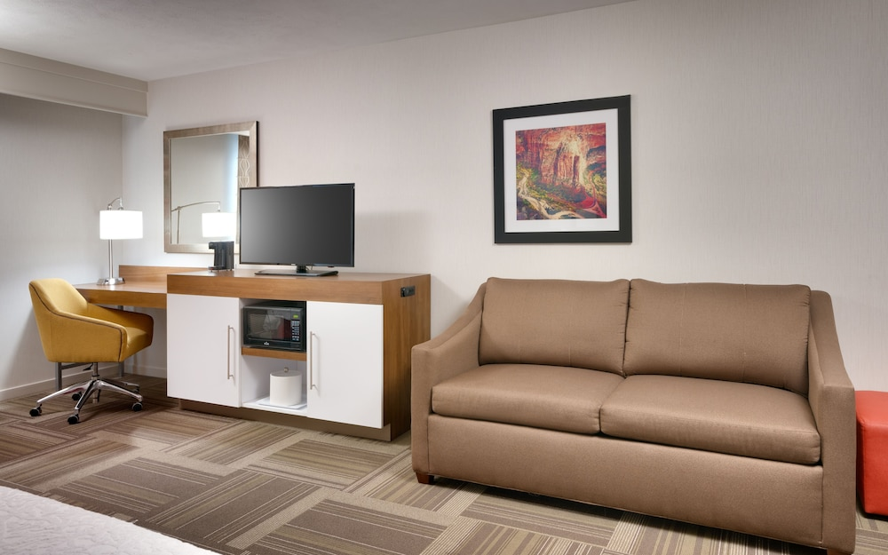 Living Area, Hampton Inn Lehi-Thanksgiving Point