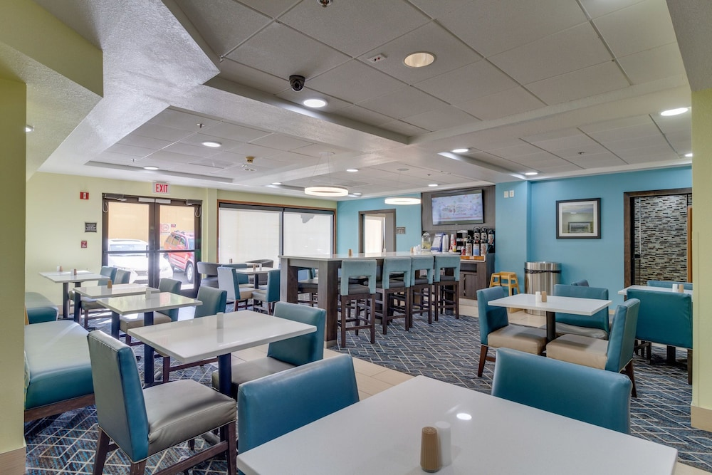 Breakfast Area, La Quinta Inn & Suites by Wyndham Sevierville / Kodak