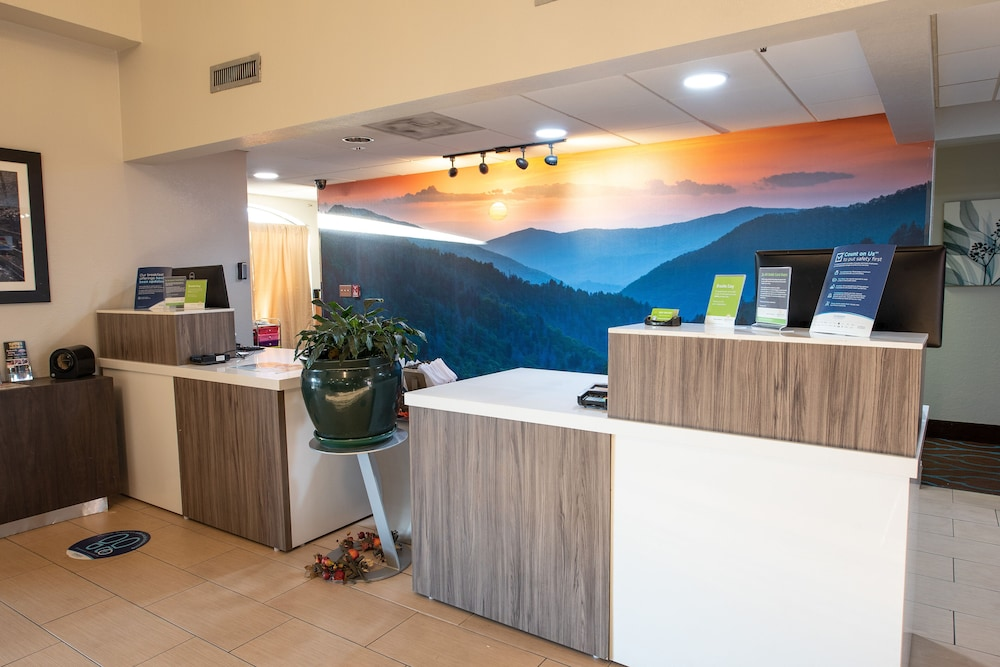 Reception, La Quinta Inn & Suites by Wyndham Sevierville / Kodak