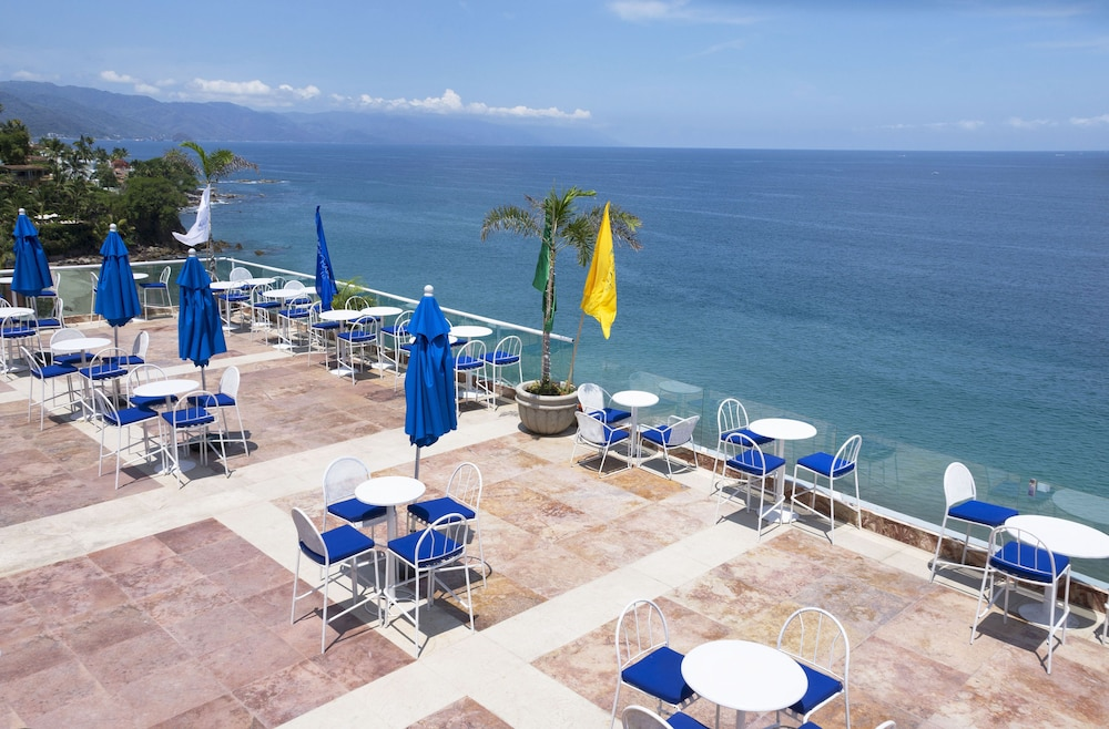 Attirant Blue Chairs Resort By The Sea 3.0 Out Of 5.0