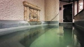 4 piscinas internas, espreguiçadeiras