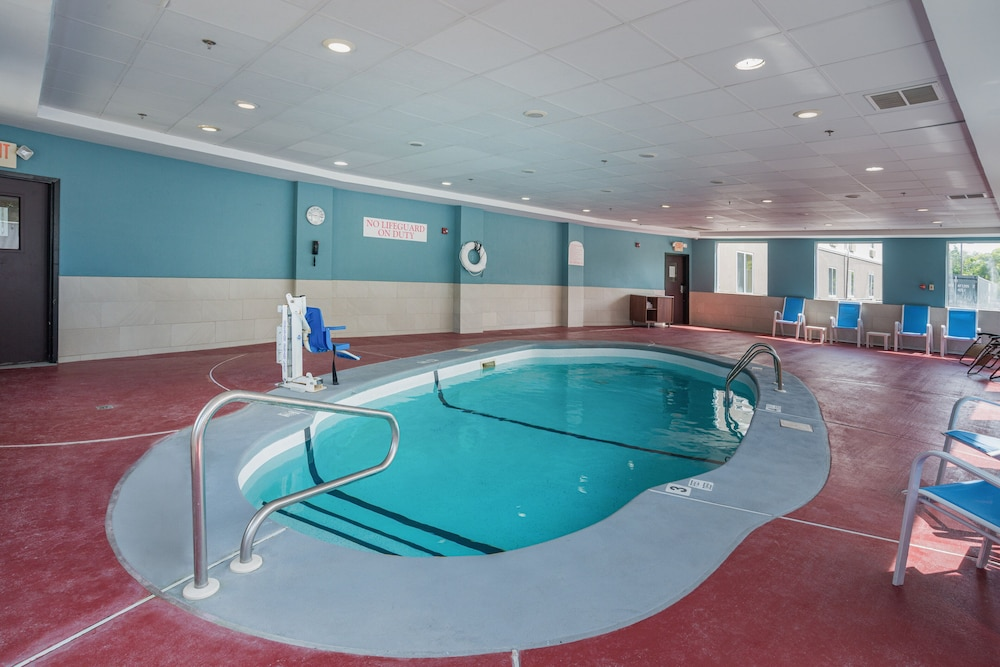 Pool, Holiday Inn Express Hotel & Suites Swansea