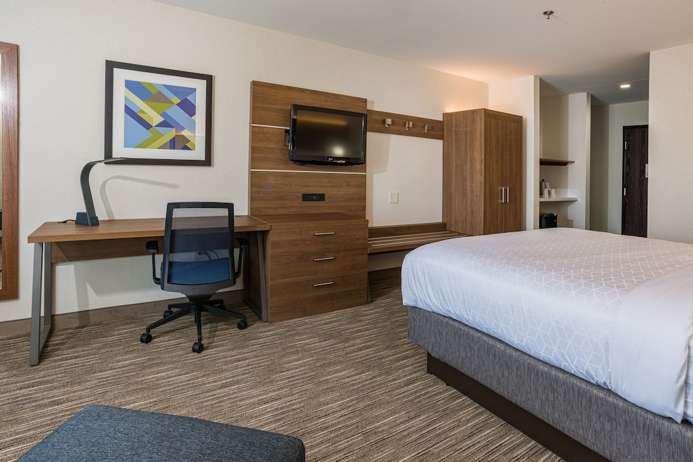 Room, Holiday Inn Express Hotel & Suites Swansea