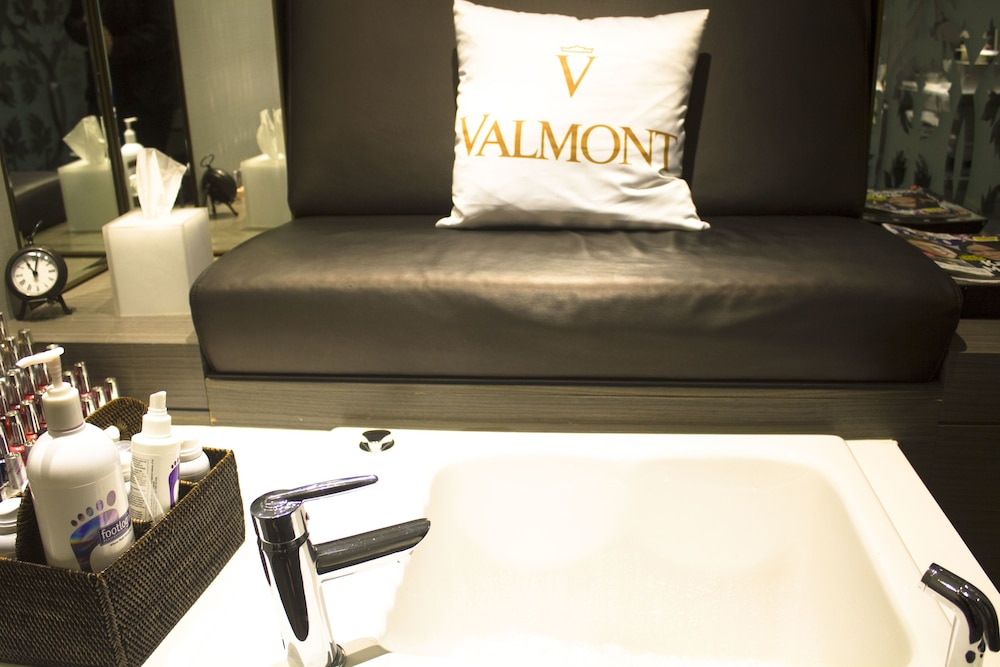 Nail Salon, The Hazelton Hotel Toronto