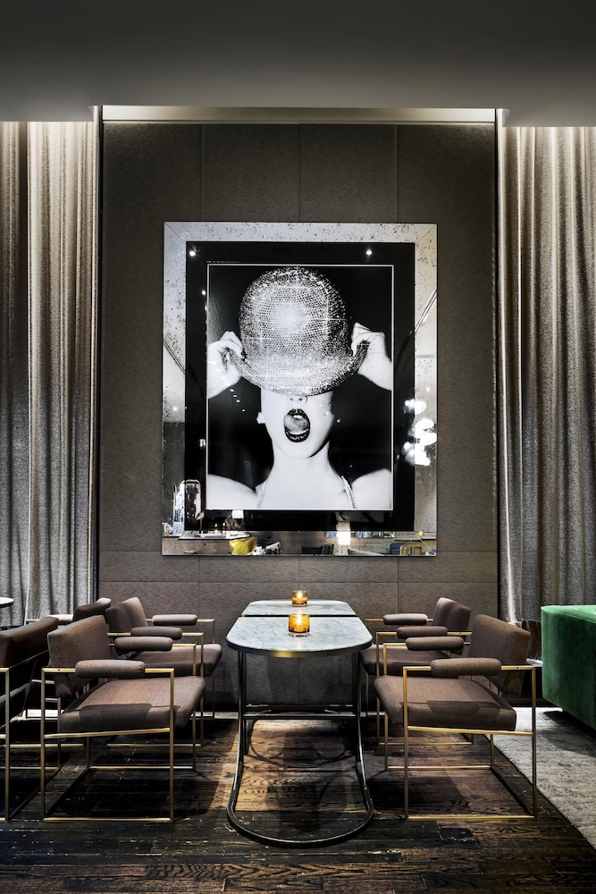Bar, The Hazelton Hotel Toronto