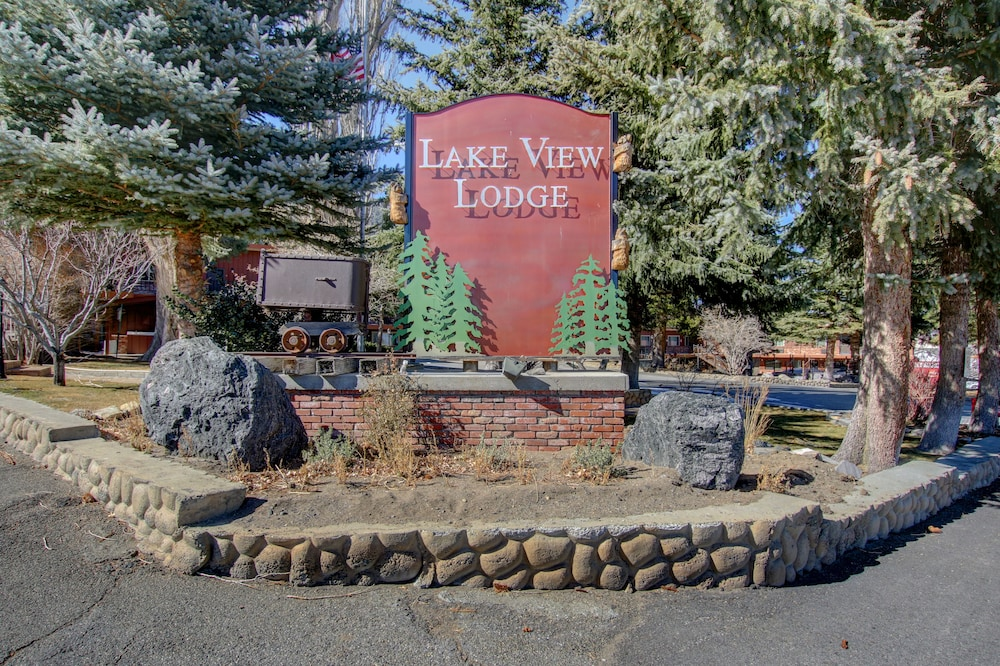 Front of Property, Lake View Lodge
