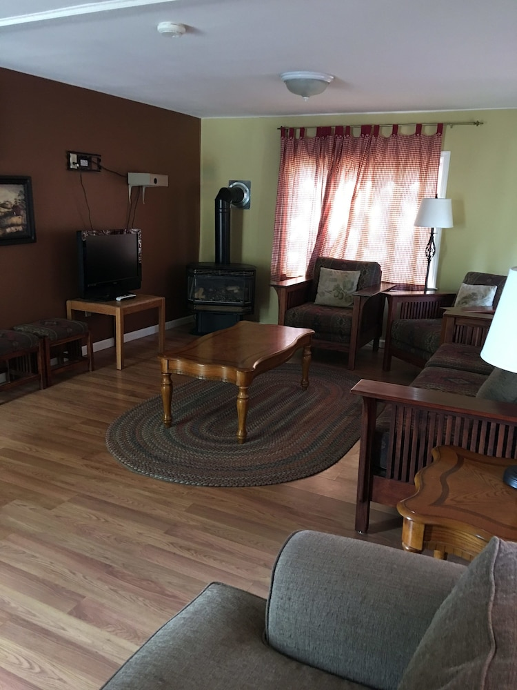 Living Area, Lake View Lodge