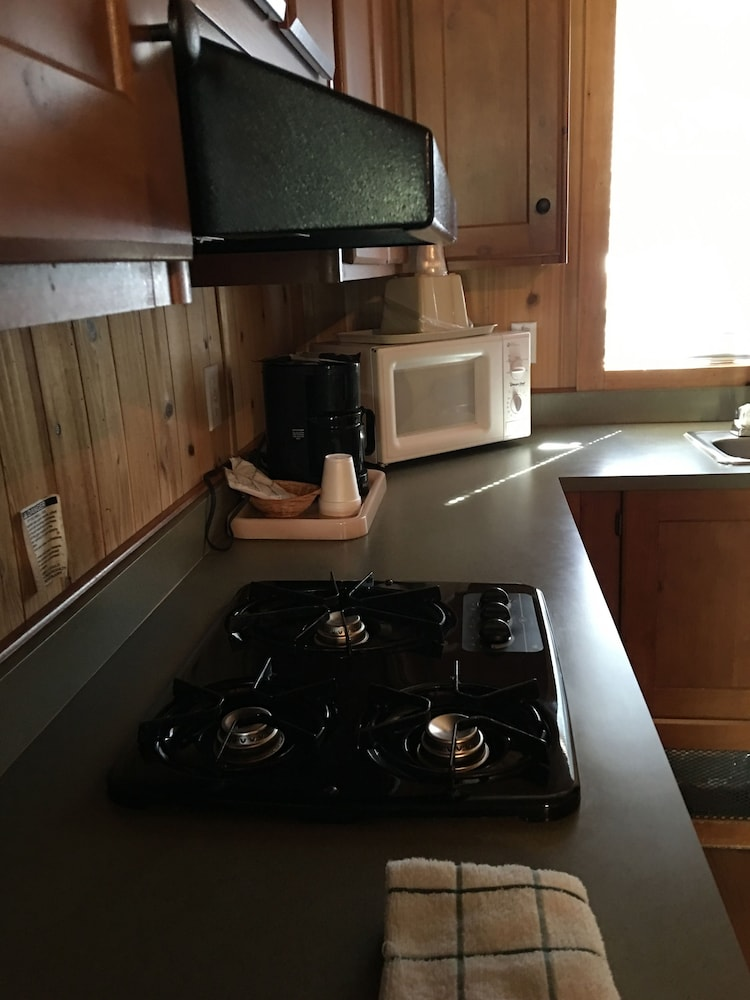 Private Kitchenette, Lake View Lodge
