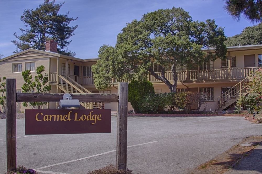 Pet Friendly Carmel Lodge