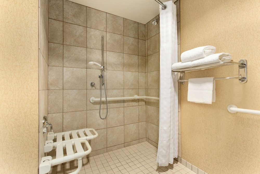 Bathroom, Homewood Suites by Hilton San Diego Airport/Liberty Station